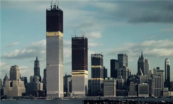 正在建设之中的纽约世贸中心双子塔