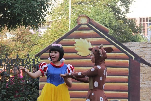 木偶剧《白雪公主和七个小矮人》现场精彩剧照