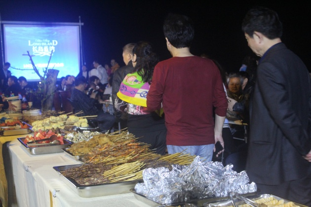 长岛蓝湾看房团暖春集结 沙滩烧烤派对引爆欢乐周末