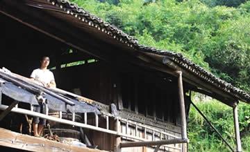 80后辞别大城市回乡住老宅 整个山村只有他一人