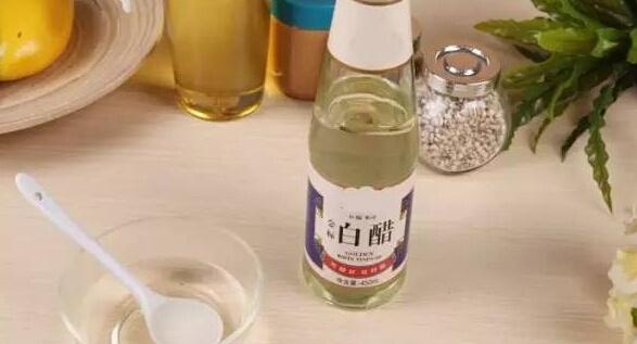 矿泉水瓶手工可以制作什么图片用矿泉水瓶做花瓶所需材料:矿泉水瓶