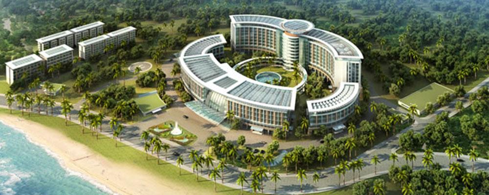 在刚刚过去的国庆黄金周期间,海南全省共接待游客350.28万人次,其中,海口市接待游客70.68万人次,旅游收入84362.36万元;三亚市接待游客61.23万人次,旅游收入320720.33万元。在此期间,三亚海棠湾区域高端度假酒店客房更是炙手可热,高达73.92%的开房率刷新本区域历史记录,力压三亚湾区域成旅游新宠。 目前亚龙湾资源的可利用率已经基本满额,后续发展空间甚小。而海棠湾正是蹈机握杼之时,变化可谓是日新月盛,优美的环境资源+科学严谨的开发管理+更加充分实现价值的大旅游市场,必将使海棠湾身价倍