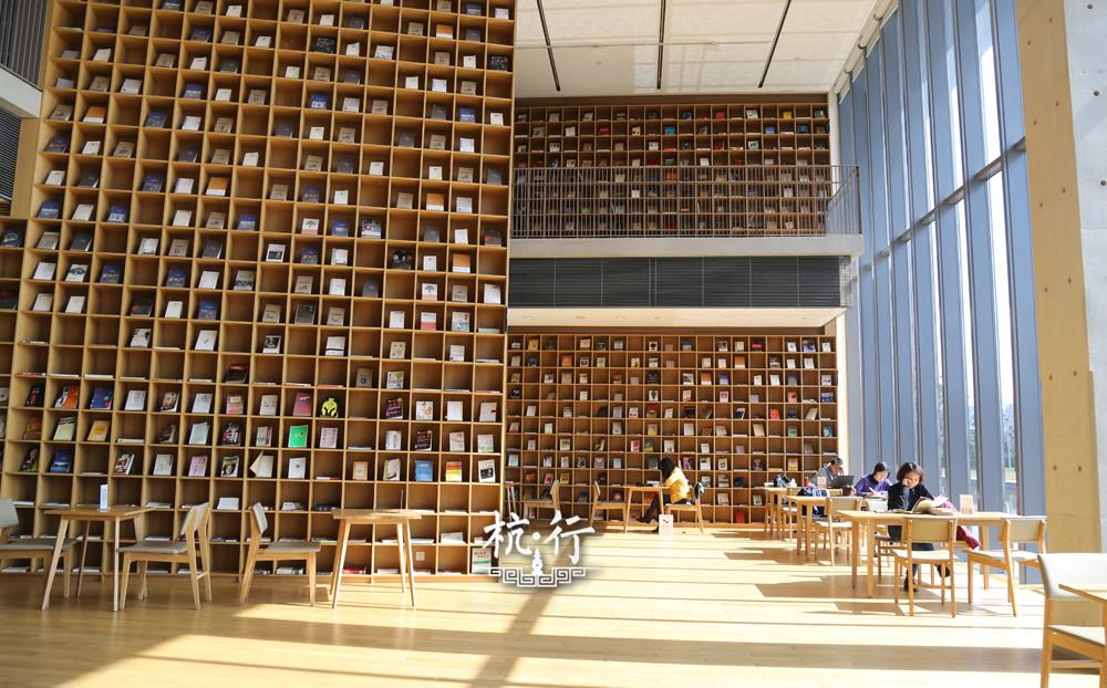 > 书香杭州良渚大屋顶图书馆