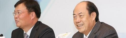 碧桂园董事局主席杨国强、总裁莫斌出席业绩发布会