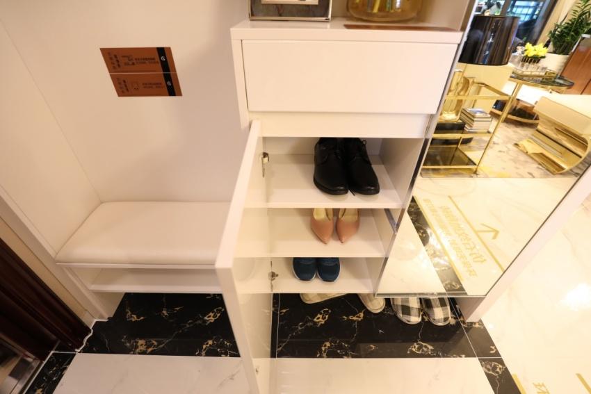 玄关只能放鞋柜+地垫?你可能见的太少了!