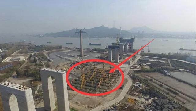 """中国在长江抛133万吨""""大秤砣"""" 外媒: 要干什么?"""