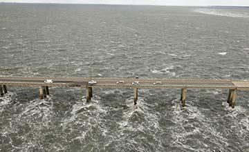 世界上最可怕的大桥 路过的老司机都吓到腿软