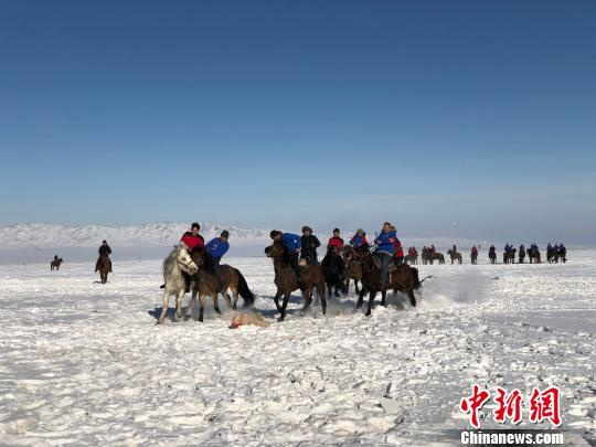 新疆托里冰雪文化旅游系列活动吸引游客