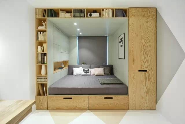 這個14平米大的室內設計項目是一位居住在莫斯科的14歲女孩臥室。設計師希望為這個小女孩創造出舒適和時尚的環境,其中的小玄機簡直比童話故事還要神奇。