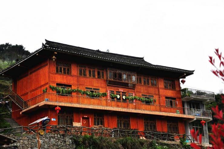 别墅四层楼外观瓷砖