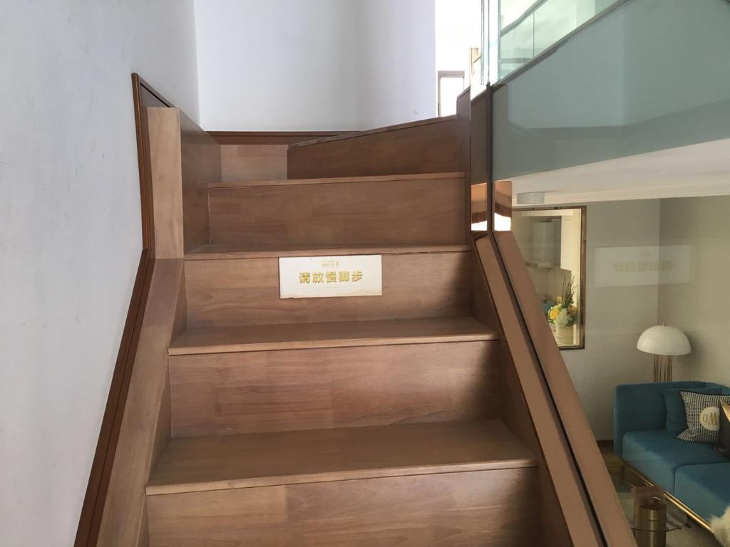 航天小区4号楼,精装修loft,复式房,靠近皇冠假日酒店。