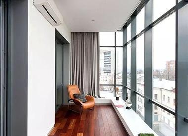 阳台贴瓷砖好还是铺木地板好?